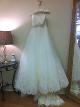Load image into Gallery viewer, Ghislaine - Enzoani - Nearly Newlywed Bridal Boutique - 4