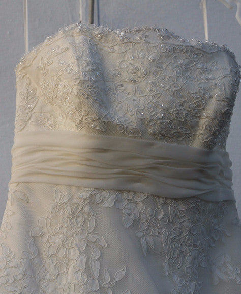 Alita Graham 'Oaly' size 4 sample wedding dress close up of bustline