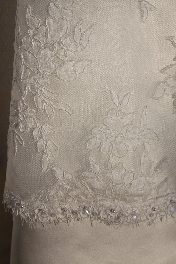 Alita Graham 'Oaly' size 4 sample wedding dress view of material