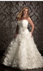 Allure Bridals 'Sweetheart' size 18 used wedding dress front view on model
