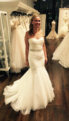 Monique Lhuillier '1508' size 4 used wedding dress front view on bride