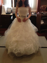 "Load image into Gallery viewer, Vera Wang ""Helena"" - Vera Wang - Nearly Newlywed Bridal Boutique - 5"