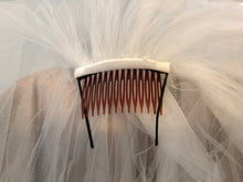 Load image into Gallery viewer, Pronovias 'Enza' size 8 used wedding dress view of veil clip