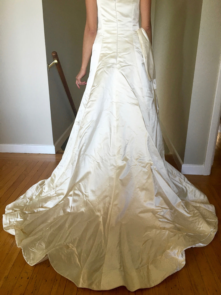 Vera Wang 'Classic' - Vera Wang - Nearly Newlywed Bridal Boutique - 2