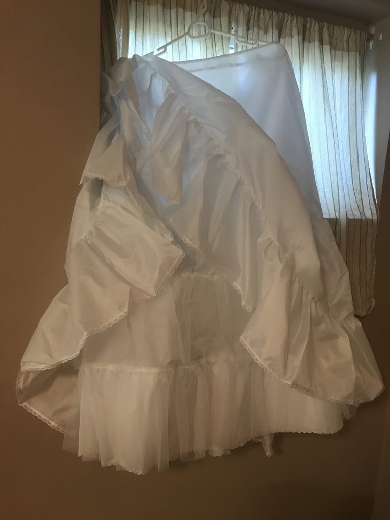 Alfred Angelo 'Pearl' size 6 new wedding dress view of hem