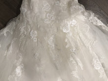 Load image into Gallery viewer, Pronovias 'Barroco' size 8 used wedding dress view of body of dress