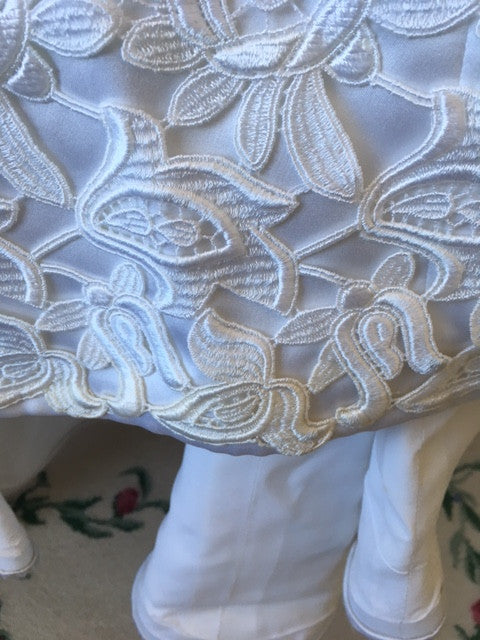 Helen Morley 'White Lace' size 6 used wedding dress view of fabri