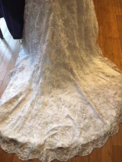 Allure Bridals '8958' size 12 used wedding dress view of back of dress