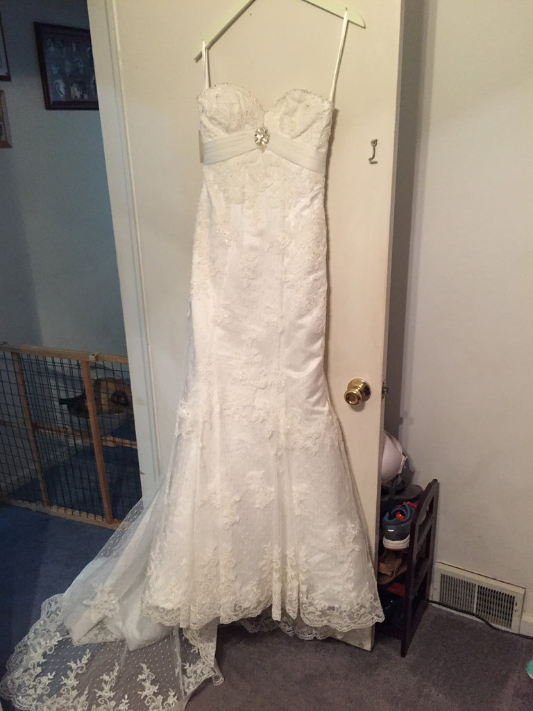 Ivory, Beaded, NWT, Size 6 - Elizabeth Ann - Nearly Newlywed Bridal Boutique - 1