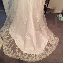 Load image into Gallery viewer, Ivory, Beaded, NWT, Size 6 - Elizabeth Ann - Nearly Newlywed Bridal Boutique - 2