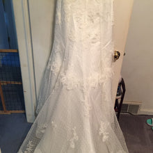 Load image into Gallery viewer, Ivory, Beaded, NWT, Size 6 - Elizabeth Ann - Nearly Newlywed Bridal Boutique - 3