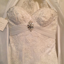 Load image into Gallery viewer, Ivory, Beaded, NWT, Size 6 - Elizabeth Ann - Nearly Newlywed Bridal Boutique - 5