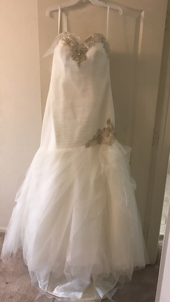 Allure '9002' size 12 new wedding dress front view on hanger