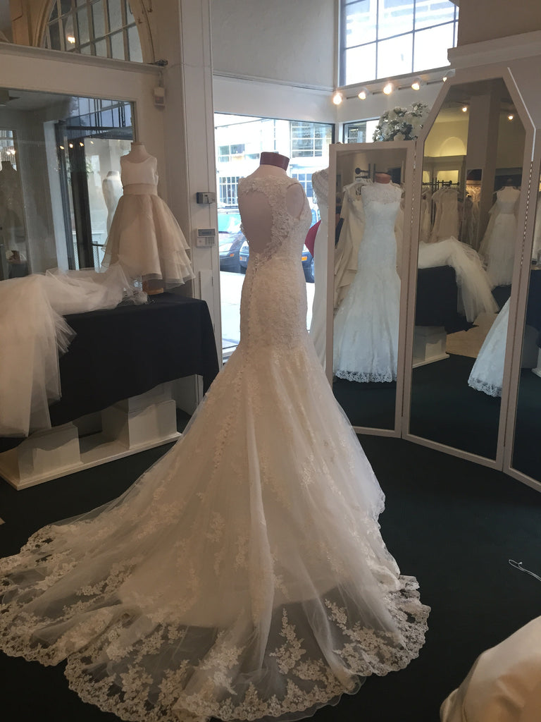 Allure Bridals '8956' - Allure Bridals - Nearly Newlywed Bridal Boutique - 1