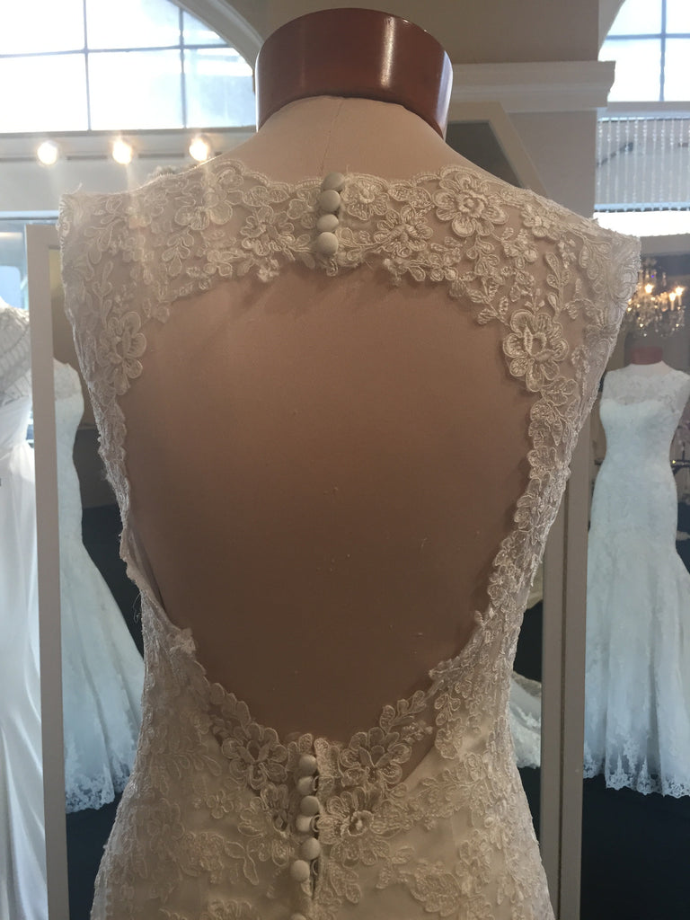 Allure Bridals '8956' - Allure Bridals - Nearly Newlywed Bridal Boutique - 4