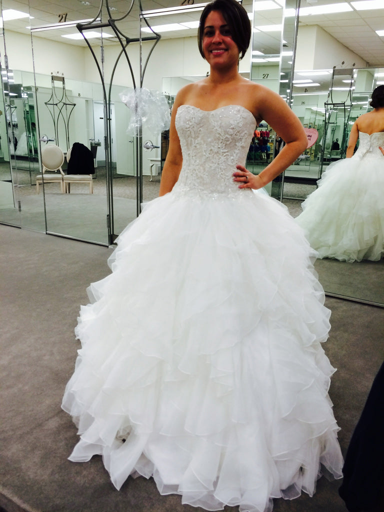Oleg Cassini \'Strapless Ruffled\' size 2 used wedding dress - Nearly ...