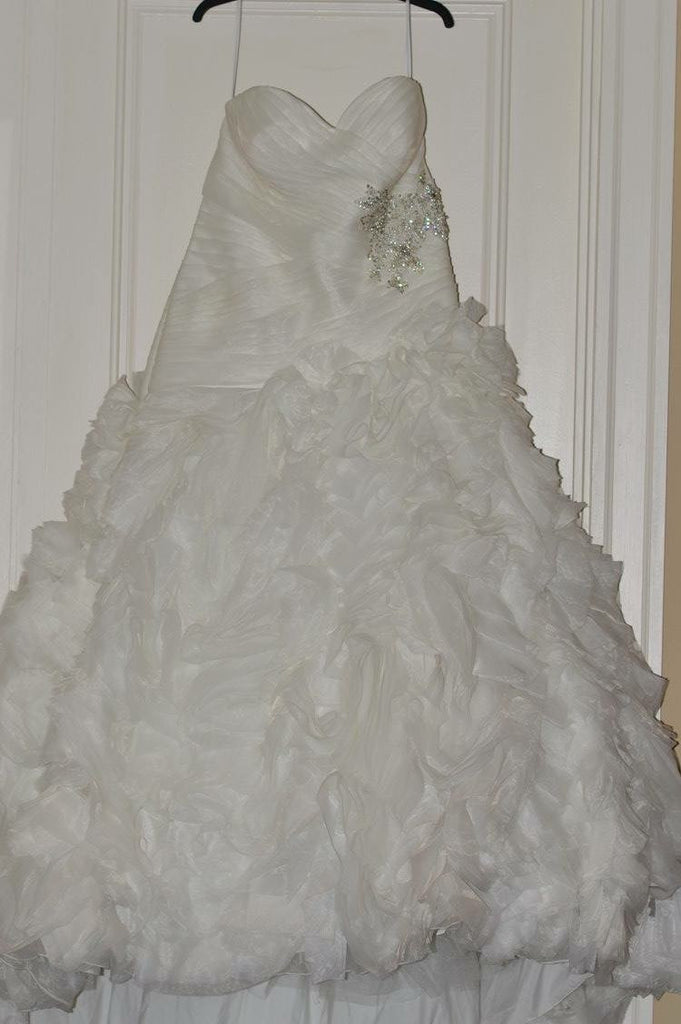 Allure Bridals 'Sweetheart' size 18 used wedding dress front view on hanger