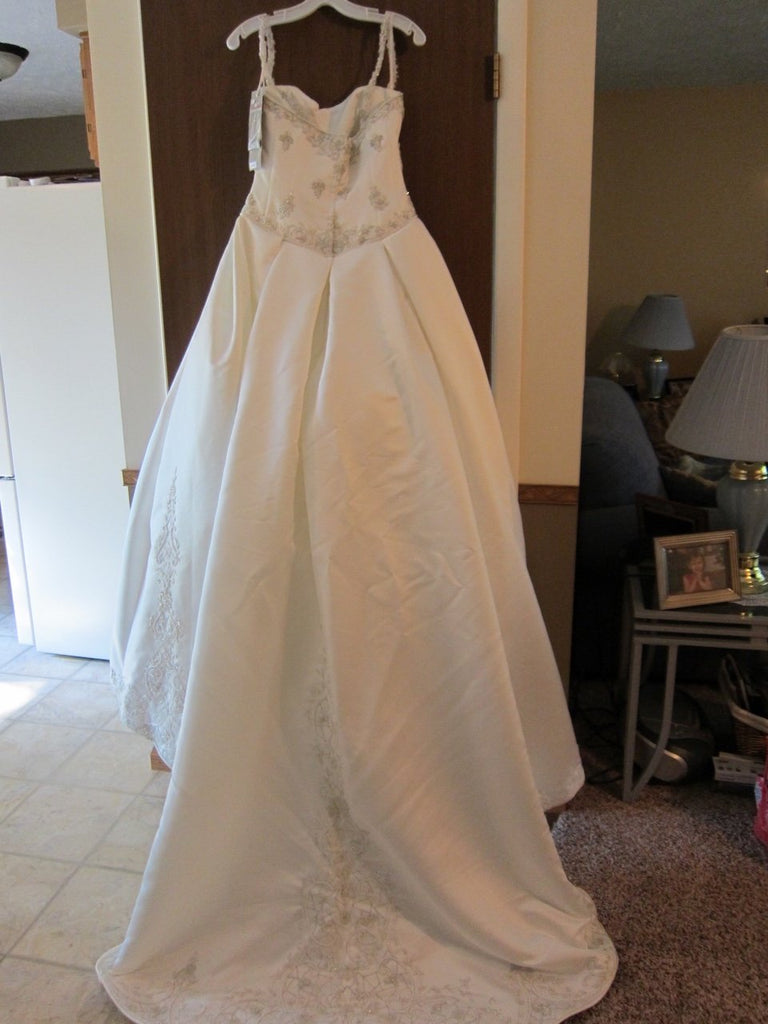 Kirstie Kelly 'Sleeping Beauty' size 8 new wedding dress back view on hanger