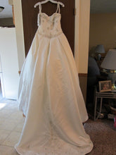 Load image into Gallery viewer, Kirstie Kelly 'Sleeping Beauty' size 8 new wedding dress back view on hanger