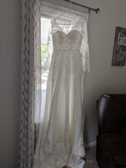 Mingdas 'Long Sleeve' size 4 new wedding dress front view on hanger