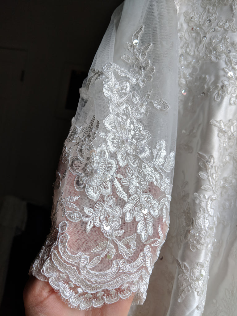 Mingdas 'Long Sleeve' size 4 new wedding dress view of sleeves
