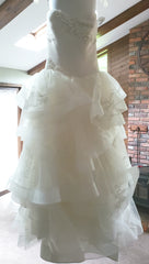 Vera Wang White 'Strapless Tulle' size 10 new wedding dress front view on hanger