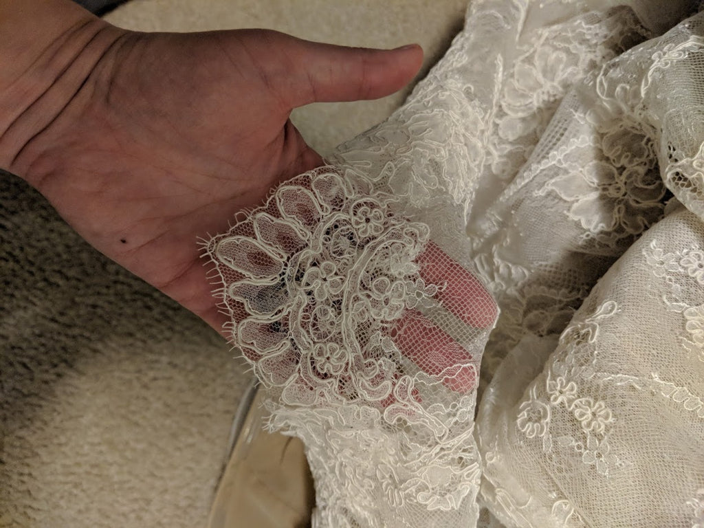 Lian Carlo' 6885' size 10 used wedding dress view of lace