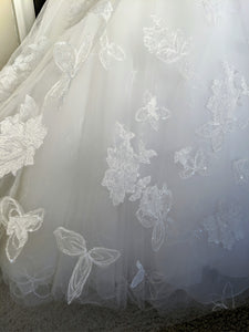 Vera Wang White 'Illusion Floral' size 4 new wedding dress close up view of fabric