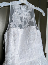 Load image into Gallery viewer, Vera Wang White 'Illusion Floral' size 4 new wedding dress front view close up
