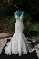 Bonny Bridal '8511' size 10 sample wedding dress front view on mannequin