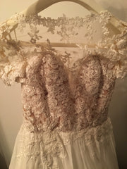 Pronovias 'Diana' size 4 new wedding dress front view on hanger