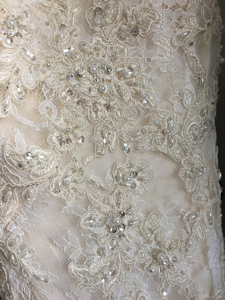 Mori Lee 'Lace' size 8 new wedding dress close up of fabric