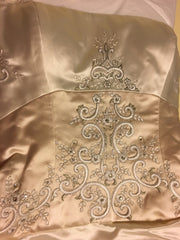 Reem Acra '9817' size 2 used wedding dress close up of fabric