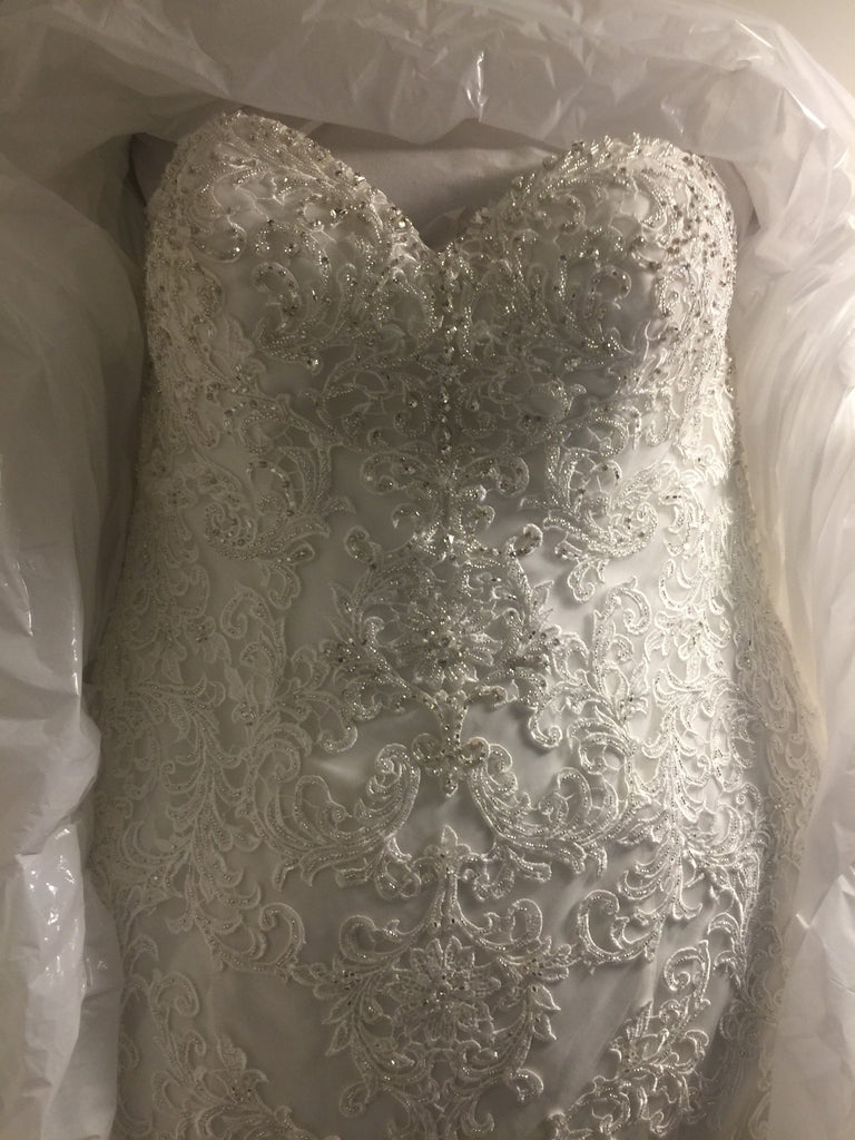 Maggie Sottero 'Stella' size 18 new wedding dress front view in box