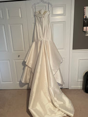 Enzoani 'Juri' size 2 used wedding dress front view on bride