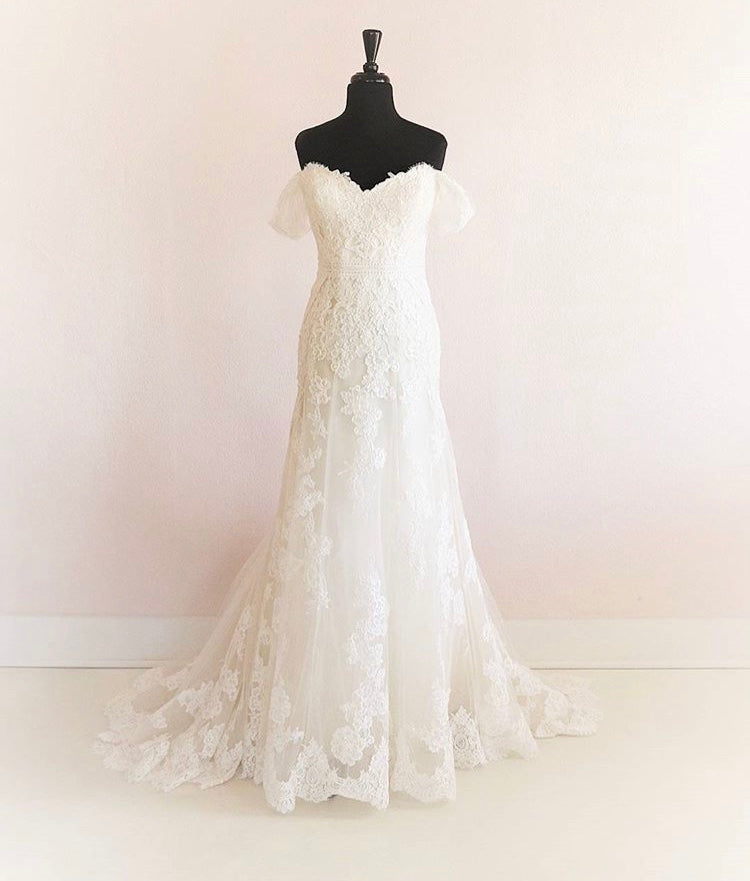 Enzoani 'Kara' size 6 new wedding dress front view on mannequin