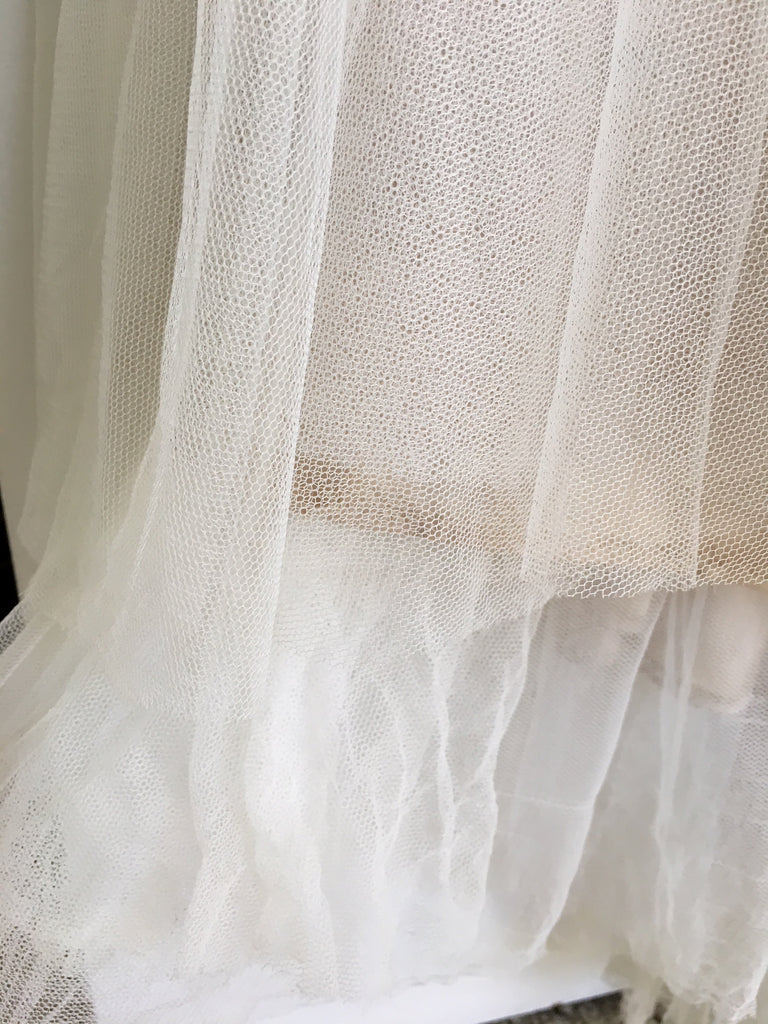 BHLDN 'Heritage' size 4 used wedding dress view of train