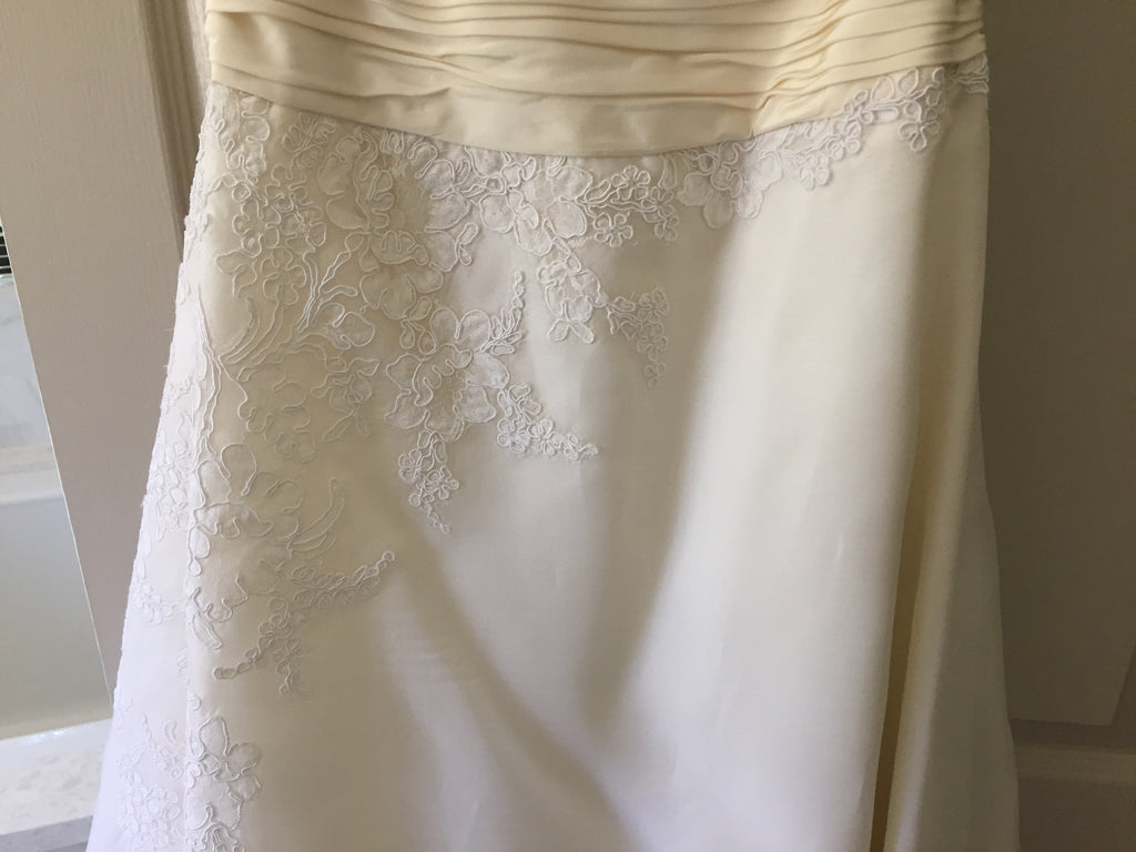 Christos '73' size 4 used wedding dress close up of lace