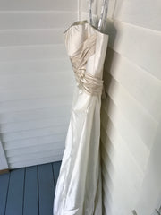 2 Be Bride 'Ivory' size 8 sample wedding dress side view on hanger