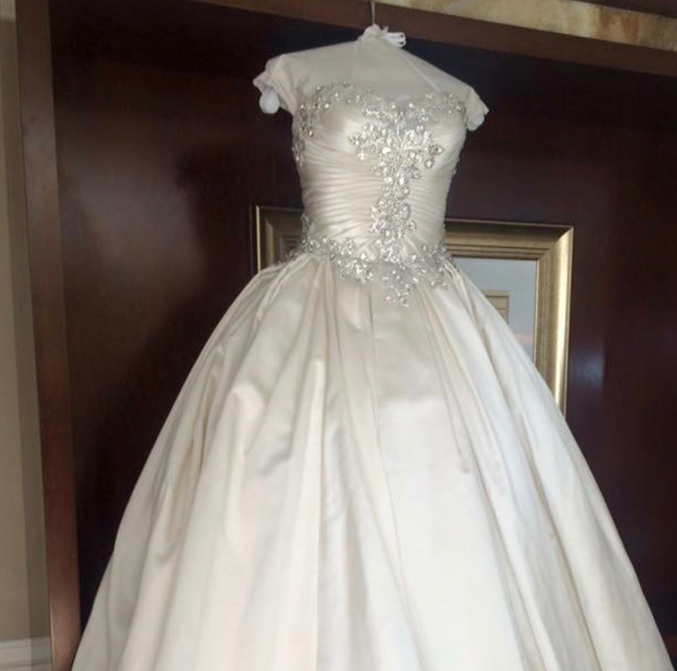 Pnina Tornai '4019' size 10 used wedding dress front view on mannequin