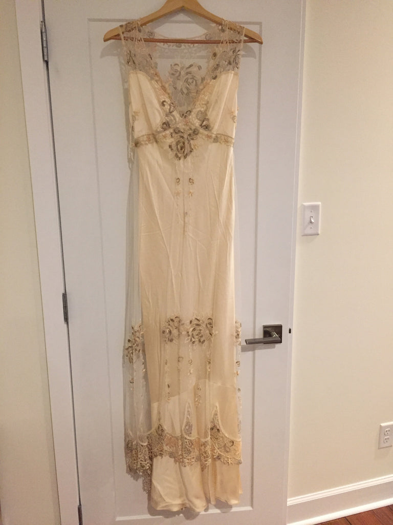 Clarie Pettibone 'Custom' size 6 used wedding dress front view on hanger