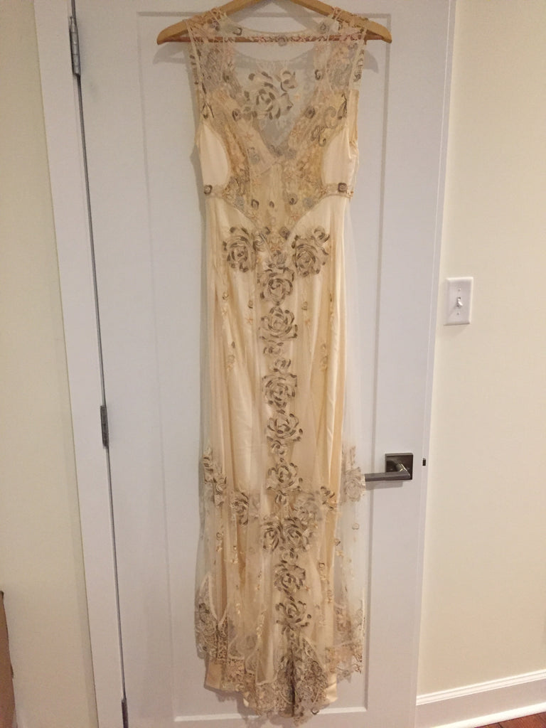 Clarie Pettibone 'Custom' size 6 used wedding dress back view on hanger