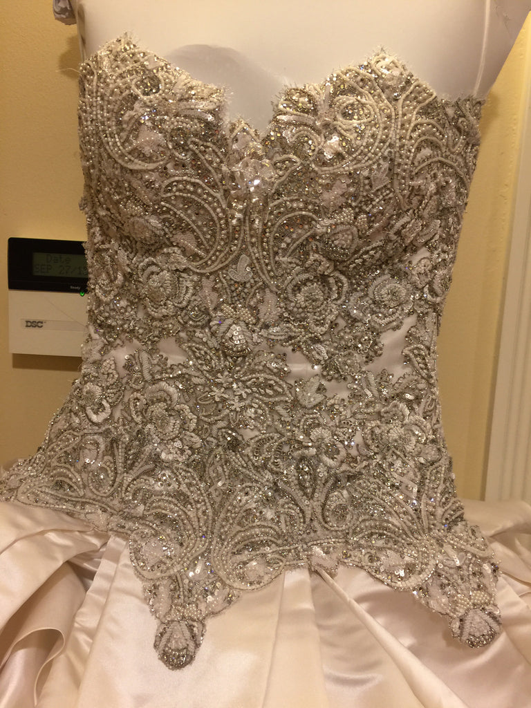 Baracci Waste Couture size 4 used wedding dress Nearly Newly Wed