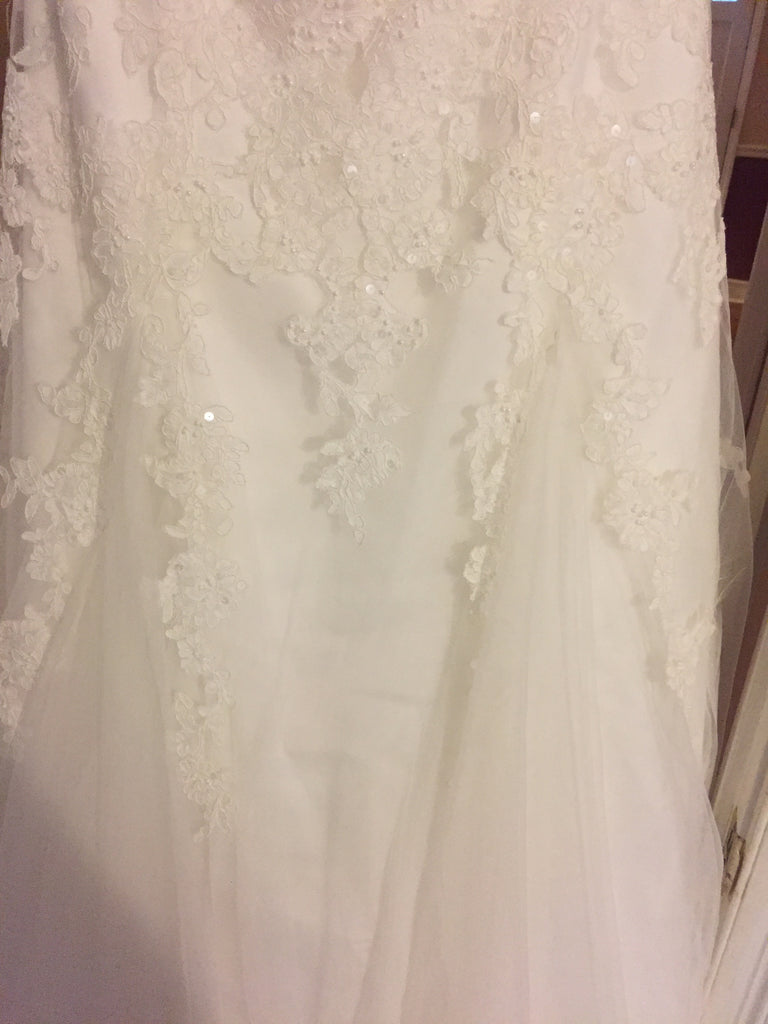 David's Bridal 'Strapless' size 14 new wedding dress close up of fabric