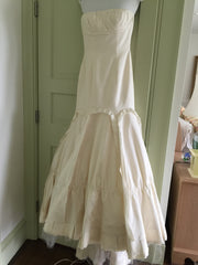 Vera Wang 'Ivory Dress' - Vera Wang - Nearly Newlywed Bridal Boutique - 2