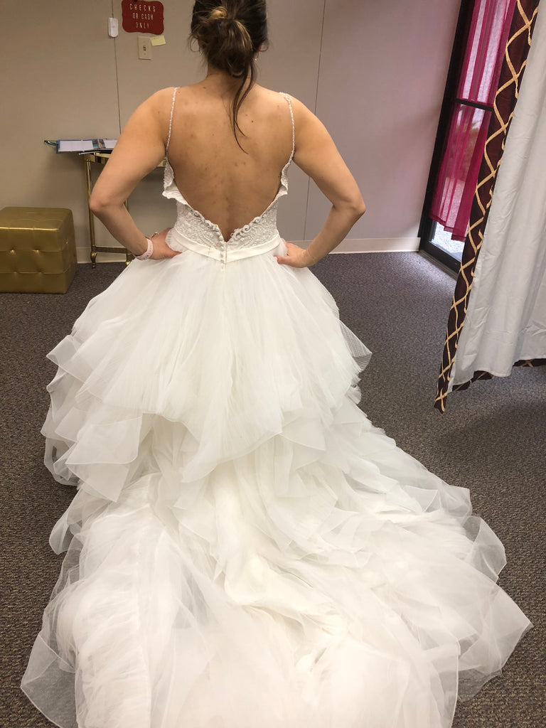 Allure Bridals '9450' size 10 new wedding dress back view on bride