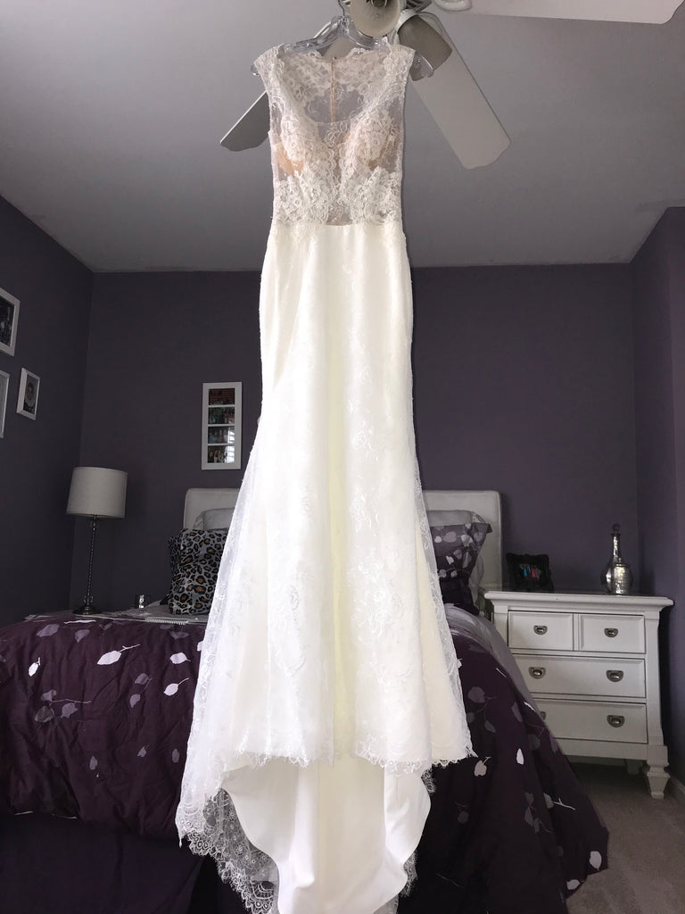 Simone Carvalli '90247' size 2 new wedding dress front view on hanger