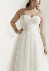 David's Bridal 'Tulle Lace' size 18 new wedding dress front view close up on model