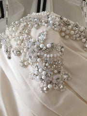 Enzoani 'Deanna' size 8 used wedding dress front view close up of trim