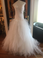 Pnina Tornai 'Princess' size 4 new wedding dress front view on mannequiin